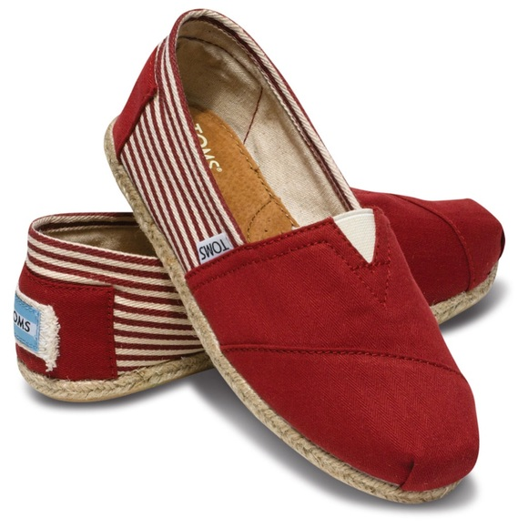 19ff461452e Toms Shoes Flat University Red Slip On Canvas 7. M 5ae4a3fe3316278f232fd33f